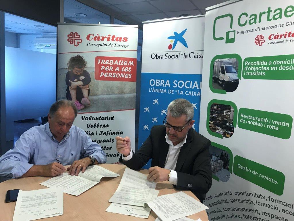 """Signatura del conveni entre Càritas Parroquial de Tàrrega i l' Obra social """"la Caixa"""""""